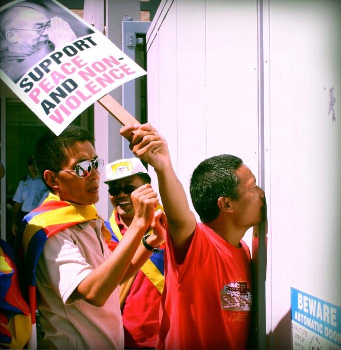tenpa dugdak protest 2008.jpg